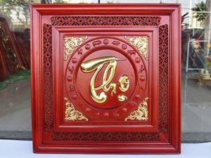 Tranh Gỗ Chữ Thọ thư pháp dát vàng 61cm vuông khung mành thủng