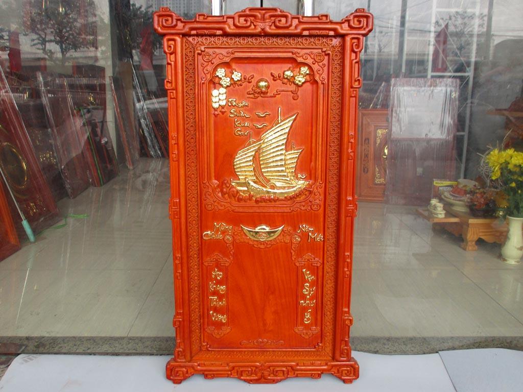 Tranh Gỗ Đốc Lịch Thuận Buồm Xuôi Gió Khung Triện Dát Vàng 88cm